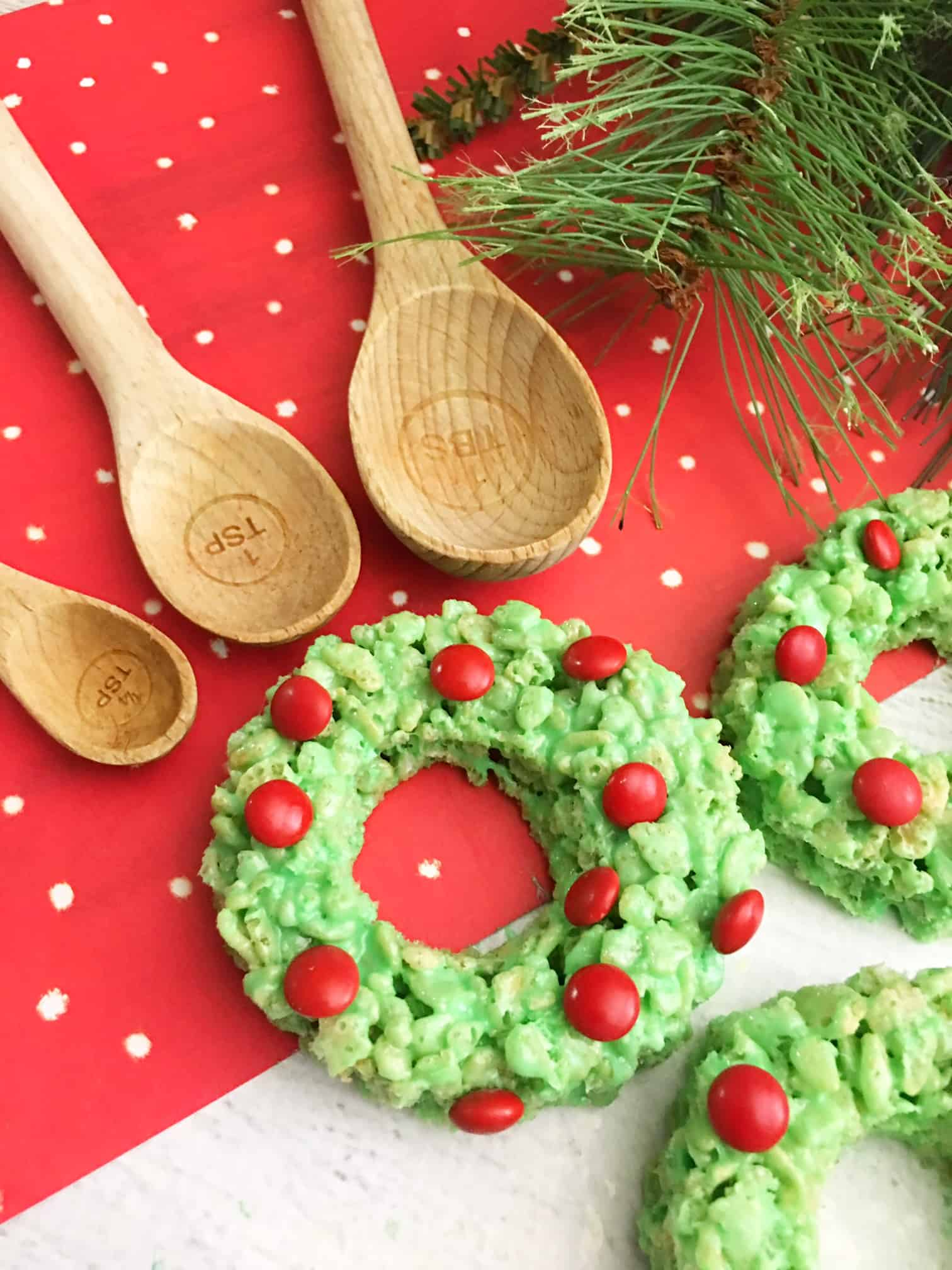 These adorable Rice Krispie Treats Christmas Wreaths are super easy to make, and perfect for a classroom ...